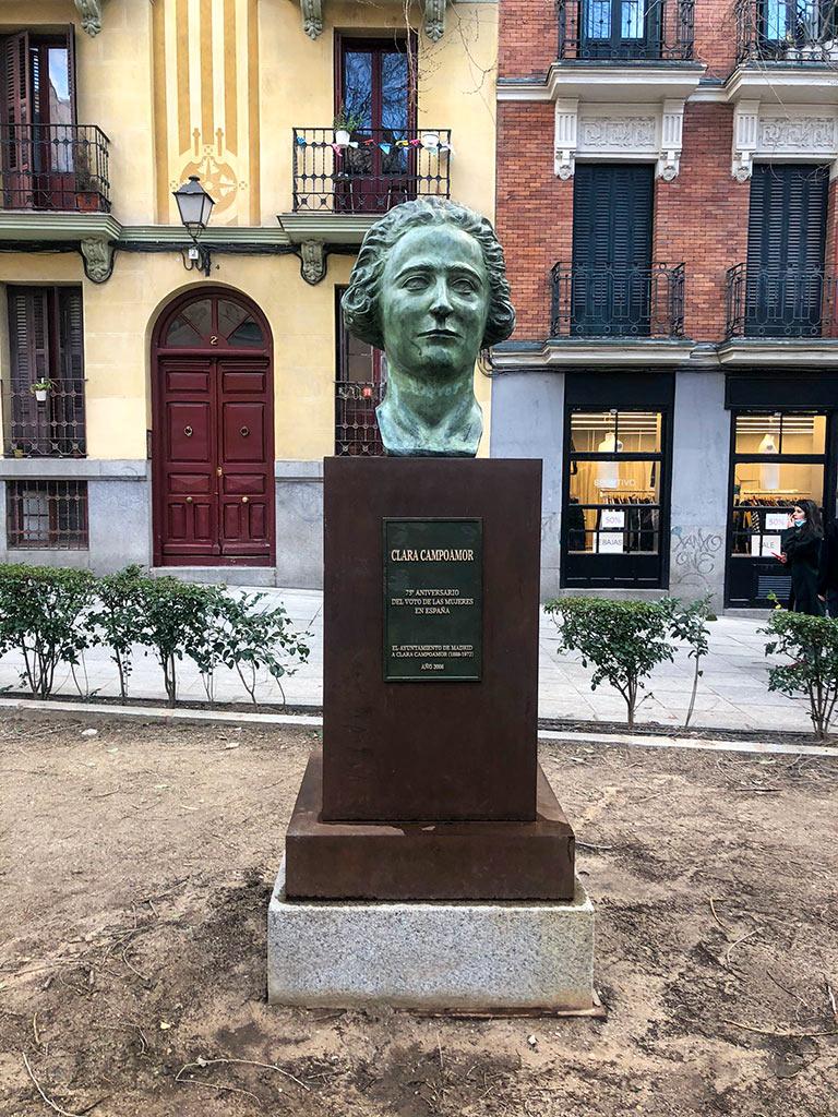 Monumento a Clara Campoamor