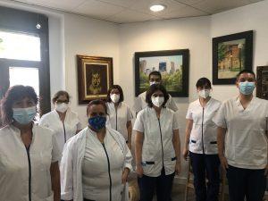 Foto de el equipo de fisioterapeutas de fisioterapia sm, con mascarilla y distancia social